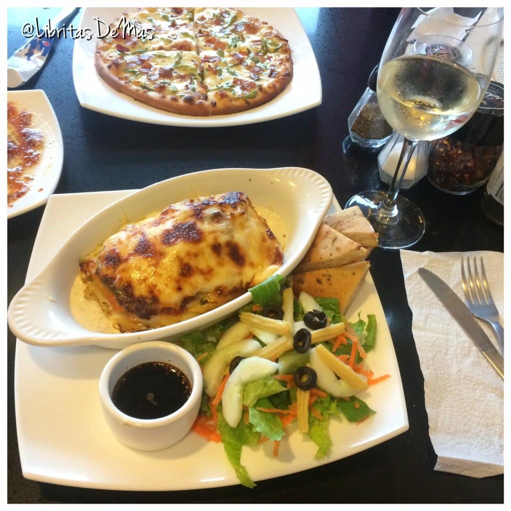 Krisppys, libritas de mas, restaurante, el salvador, pizza, italian food, food, food blog, garlic rolls, lasagna, lasagña