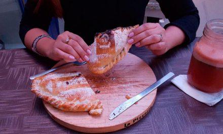 ¡Pizza Calzone rellena de Mariscos! de La Pizzería