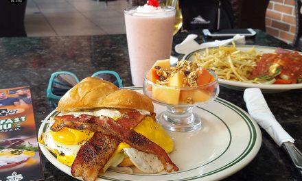 ¡Yo sé adónde vas a ir a desayunar mañana! – Bennigan´s ya tiene desayunos