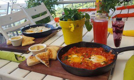 ¡Desayunando en un lugar de cuentos y fantasía! – Linda Vista Gardens