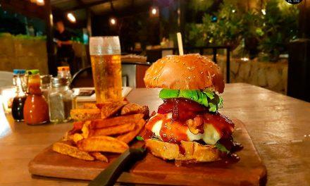 Probando la Cannibale para BurgerRocks en La Burrata
